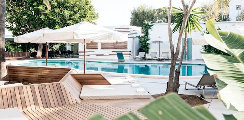 caprice alcudia port, pool loungers