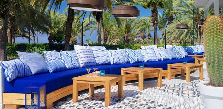 H10 Big Sur, cactus bar terrace