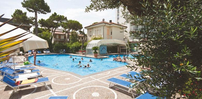 Aurelia, pool