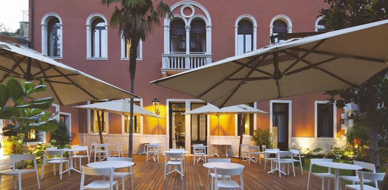 nh collection palazzo barocci, outside terrace