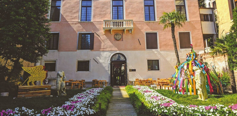 Palazzo Venart, hotel entrance