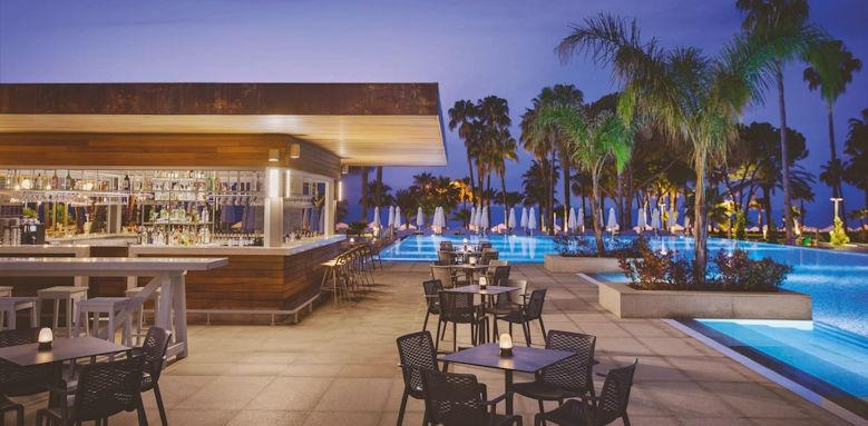 Acanthus & Cennet Barut, pool bar