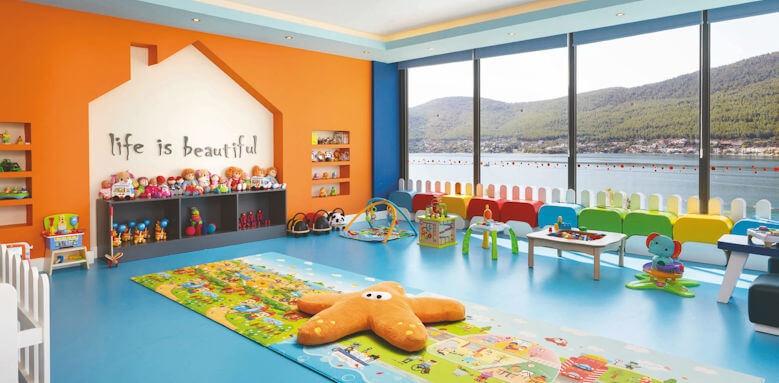 Lujo Art & Joy, kids club interior
