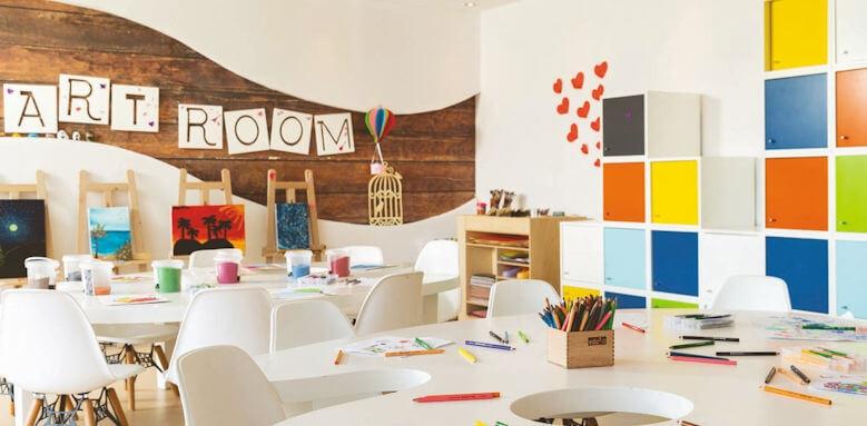 Lujo Art & Joy, kids club art room