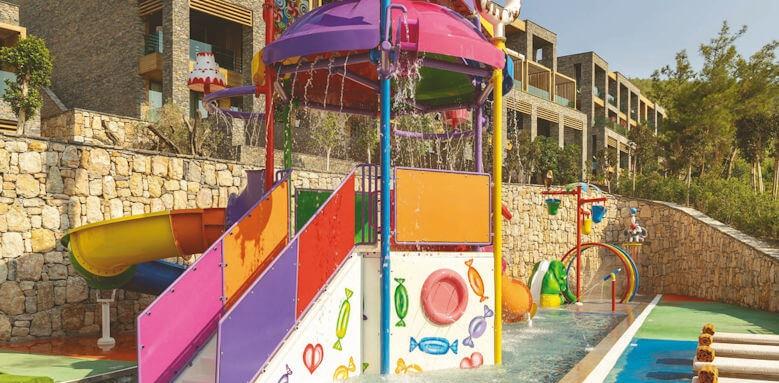 Lujo Art & Joy, kid club water area
