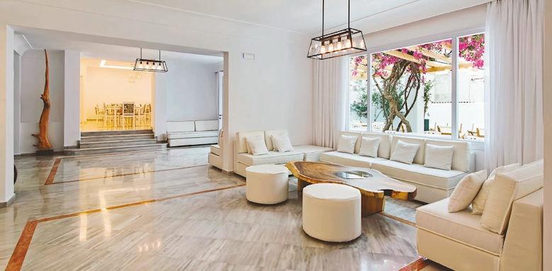 Cavo Bianco, lobby