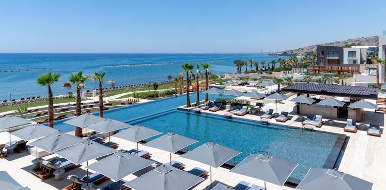 Amara, pool view