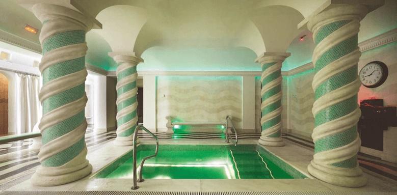 Villa Padierna Palace Hotel, spa pool