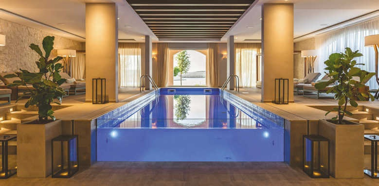 The Chedi Lustica Bay, indoor pool