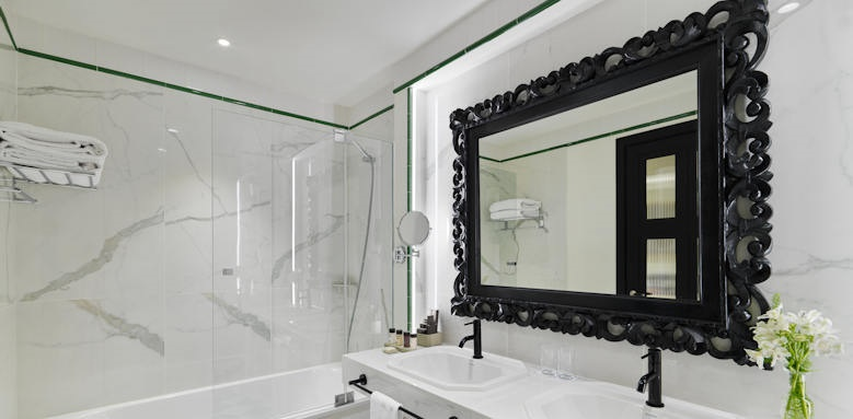 H10 Casa de la Plata, bathroom
