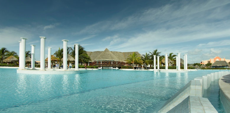 TRS Yucatan, main pool
