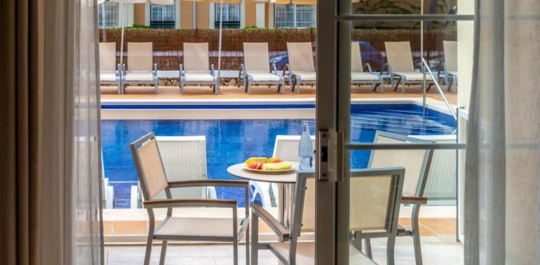 Zafiro Menorca, apartment swim up view
