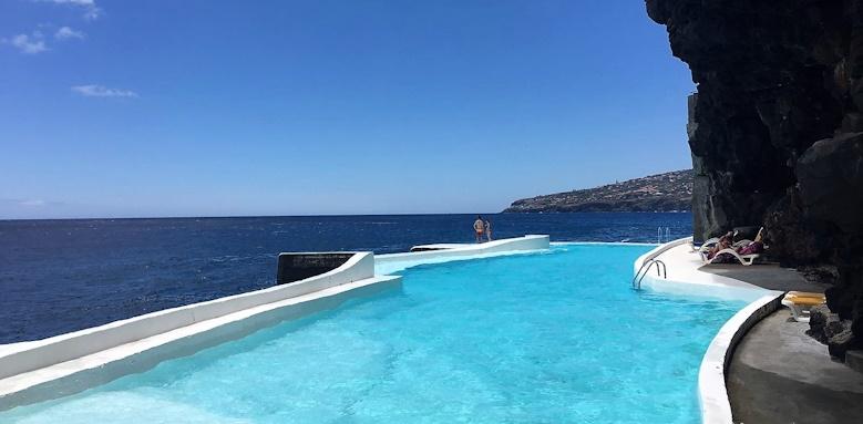Albatroz Beach & Yacht Club, pool by the sea