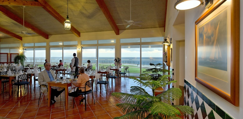 Albatroz Beach & Yacht Club, restaurants