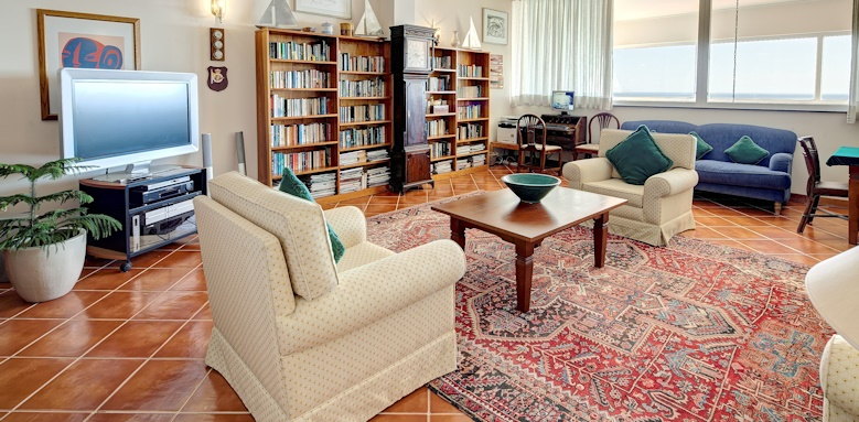 Albatroz Beach & Yacht Club, library