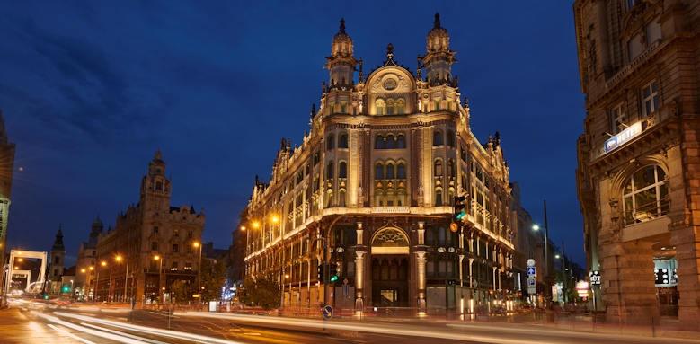 Parisi Udvar Hotel, exterior night image