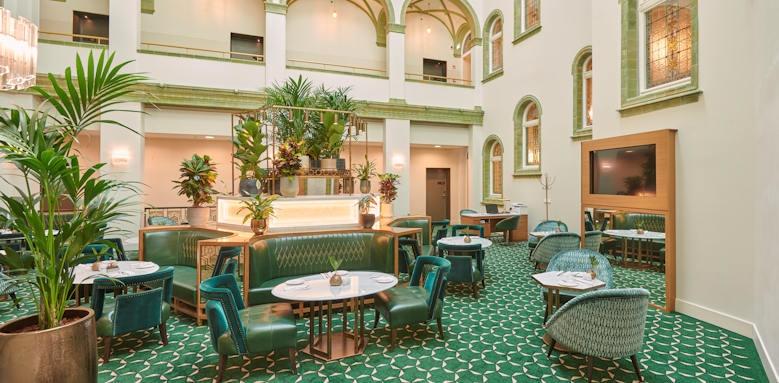 Parisi Udvar Hotel, Lobby