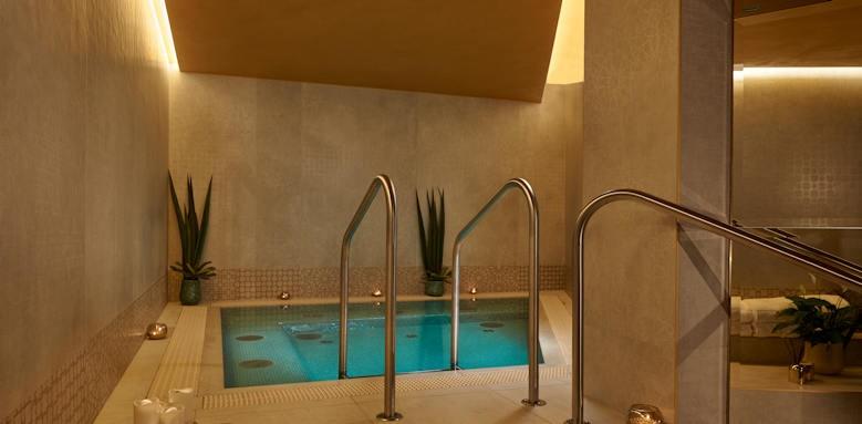 Parisi Udvar Hotel, spa bath