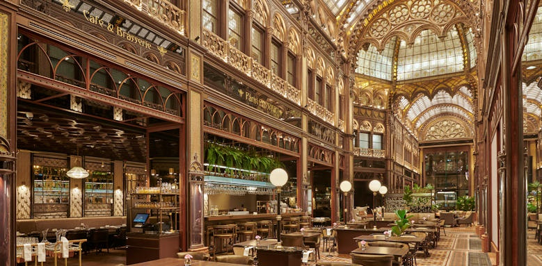 Parisi Udvar Hotel, brassiere