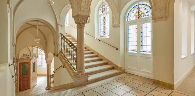 Parisi Udvar Hotel, staircase