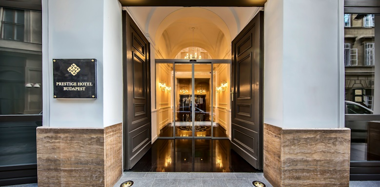 Prestige Hotel Budapest, entrance
