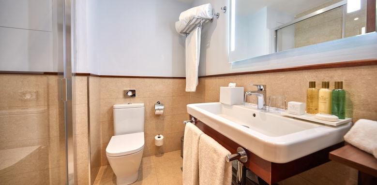 Hesperia Villamil, Bathroom Image