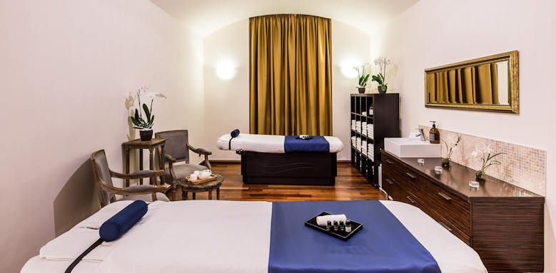 Carlo IV, massage room