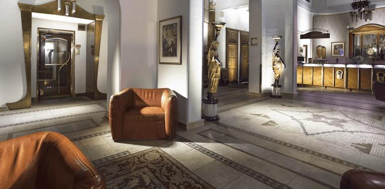 Hotel Paris, lobby