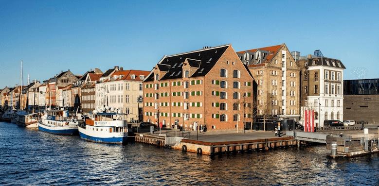 71 Nyhavn, exterior of hotel