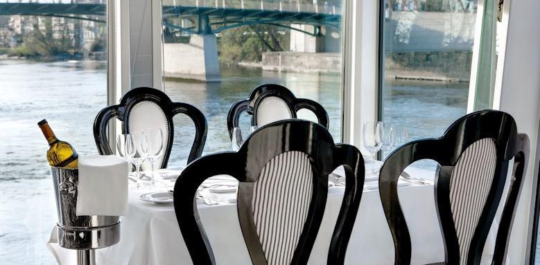 River Princess, restaurant