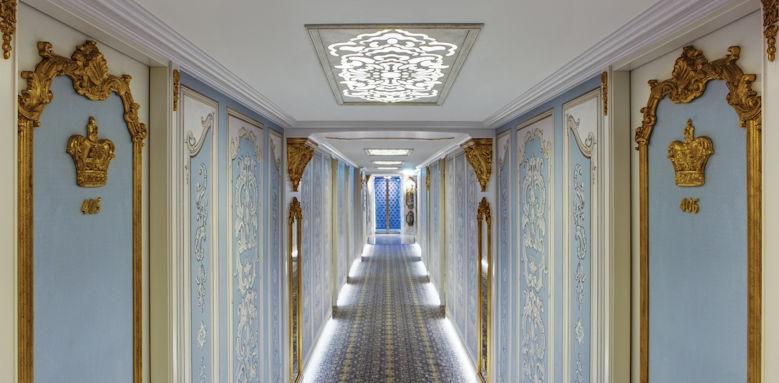Maria Theresa, hallway