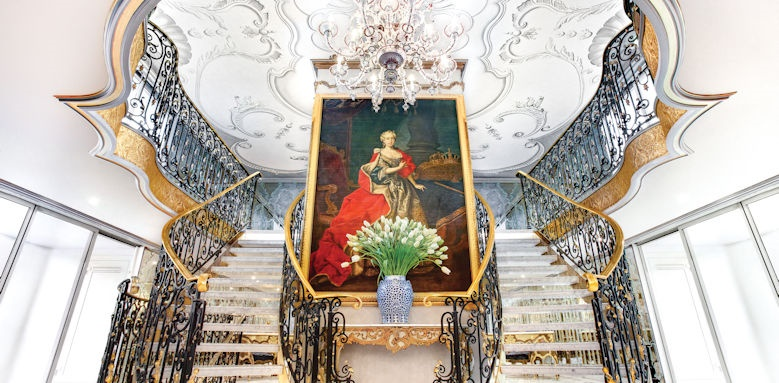 Maria Theresa, lobby