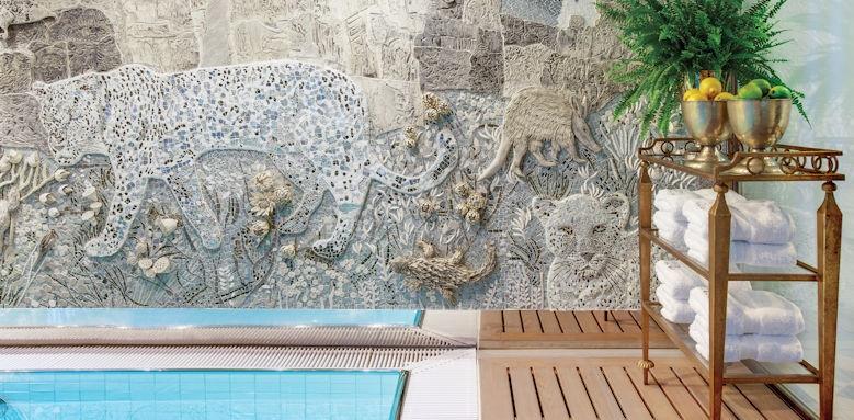 Maria Theresa, pool