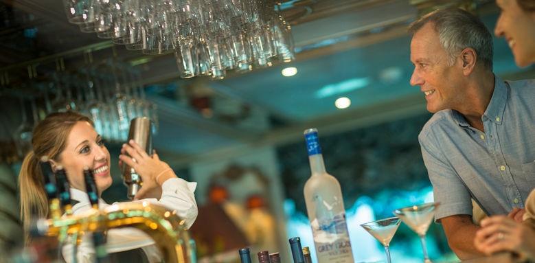 Maria Theresa, bar service