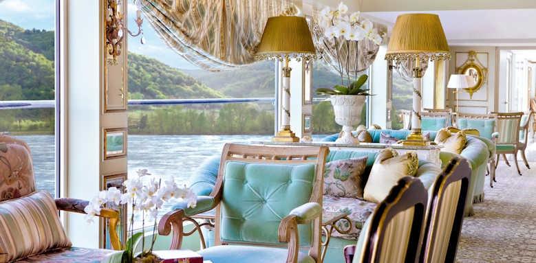 S.S. Antoinette, salon grand