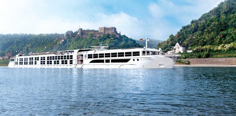 S.S. Antoinette, luxury cruises
