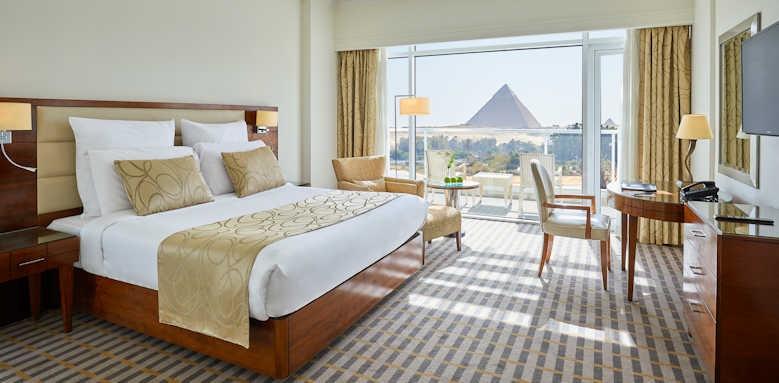 Steigenberger Cairo Pyramids Hotel, pyramid view