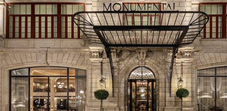 Le Monumental Palace, hotel entrance