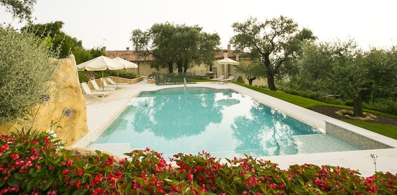 Relais fra Lorenzo, pool by day