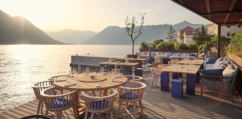 Hotel Huma, restaurant terrace area