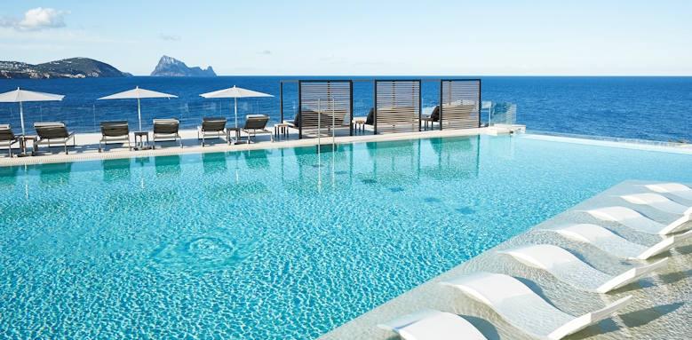 7 Pines Resort, infinity pool