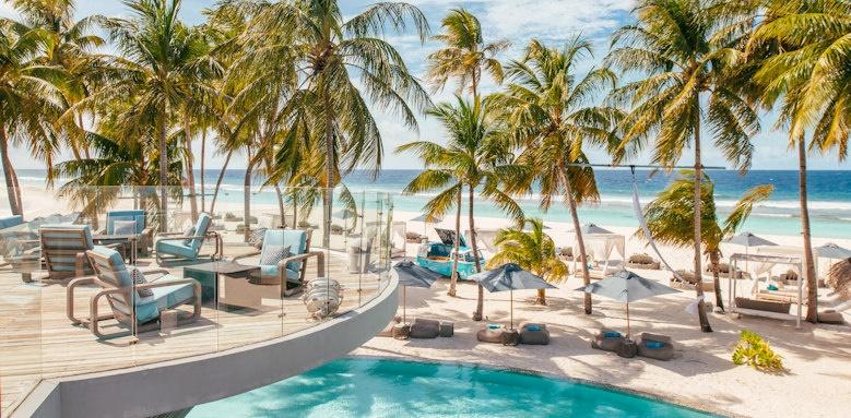 Finolhu, pool and beach