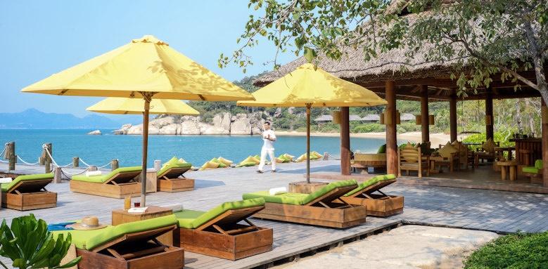 Six Senses Ninh Van Bay, dining by the beach