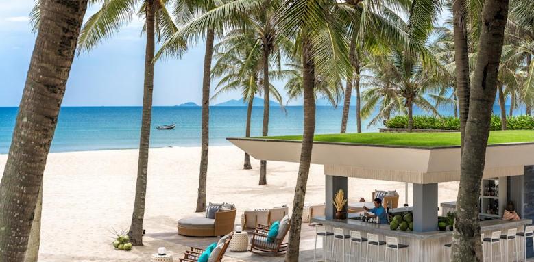 Four Seasons Nam Hai, beach bar