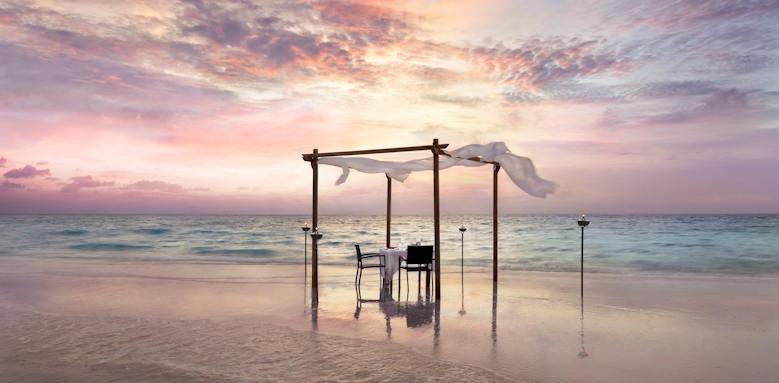 Anantara Veli Resort & Spa, sandbank dinner