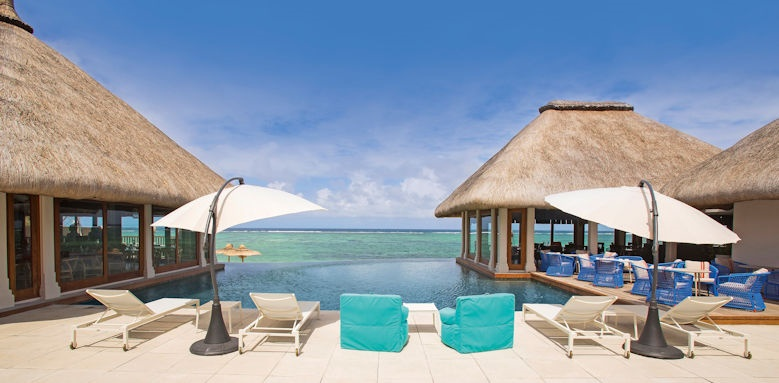 C Mauritius, pool and sea view