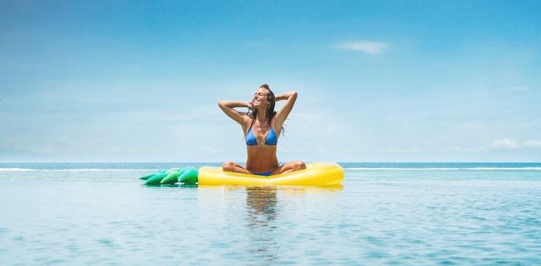 C Mauritius, lady in sea