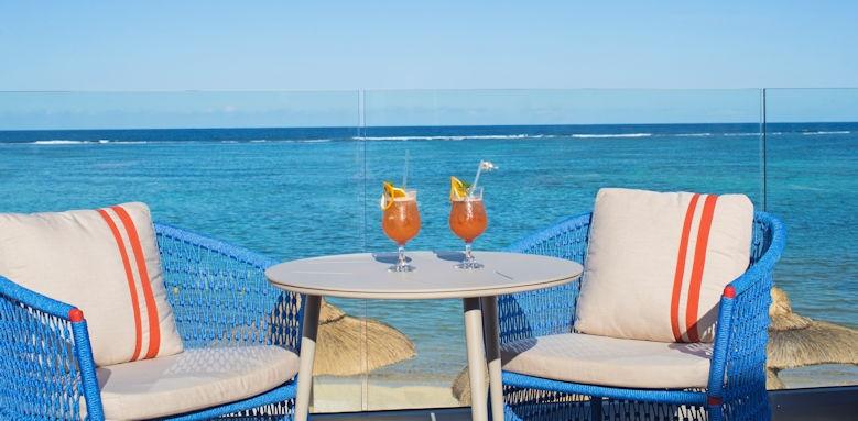 C Mauritius, bar life