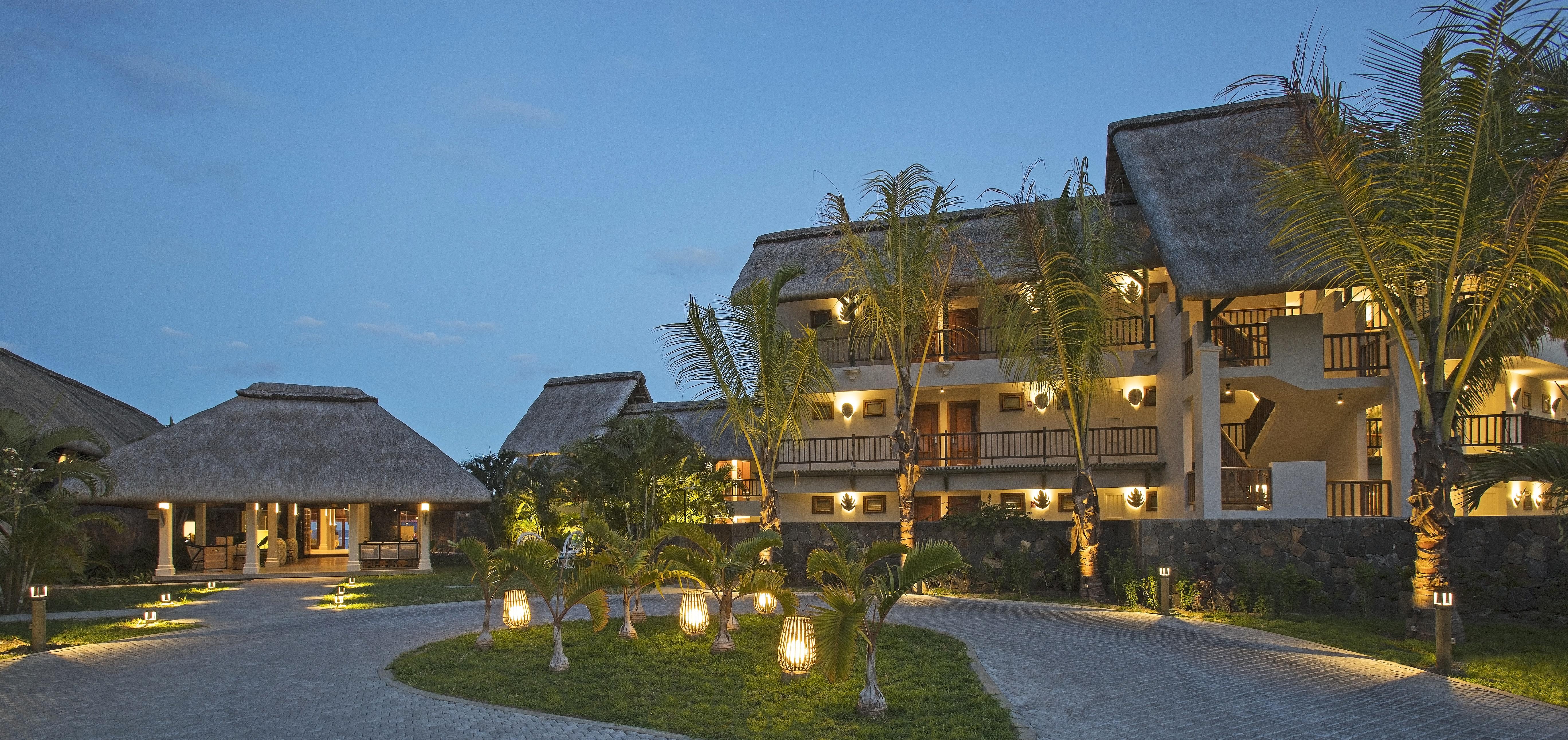 C Mauritius, night view