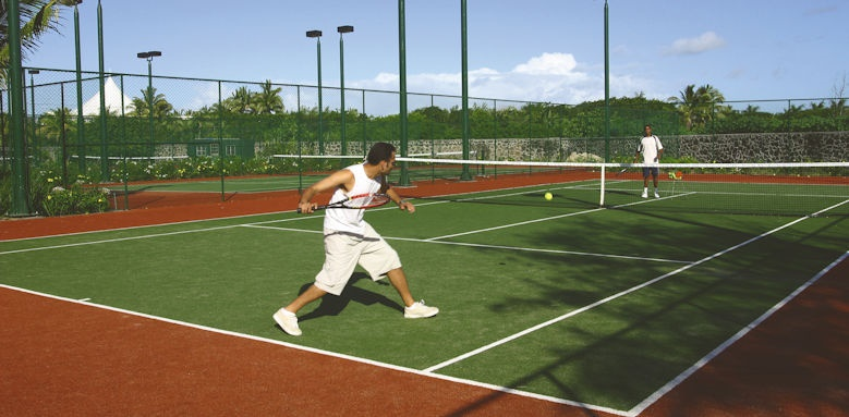 Constance Belle Mare Plage, tennis